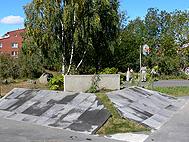 Halvpyramiden med gräsgap äntligen klar